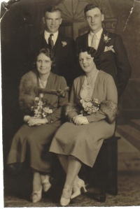 Standing (l to r): Clarence Colwell, Charles Wilson Seated (l to r): Violet Frost Colwell, Helen Oakes Wilson
