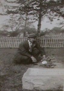 Arthur Belknap at his wife's grave, 1925