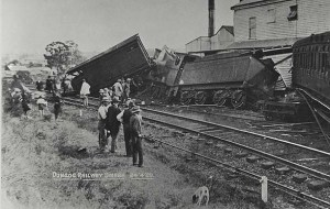 https://commons.wikimedia.org/wiki/File:Train_derailment,_1920_(3885506679).jpg